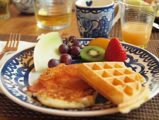 Alpenglow Bed and Breakfast: Scrumptious breakfast!!