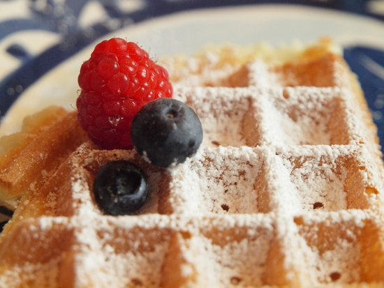Alpenglow Bed and Breakfast: Amazing waffles!