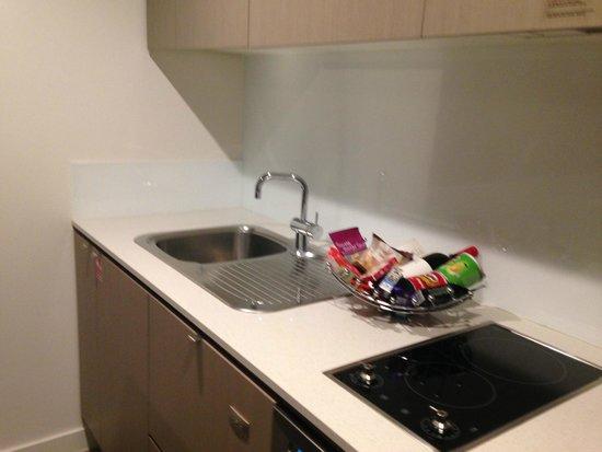 Mantra South Bank, Brisbane: kitchen