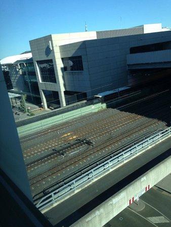 Mantra South Bank, Brisbane: train lines