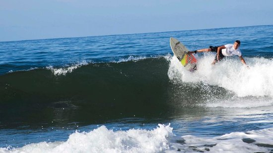 Selina Playa Venao : Surfing the waves