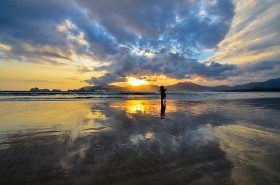 Banyuwangi, Indonesia: sunset in the beach