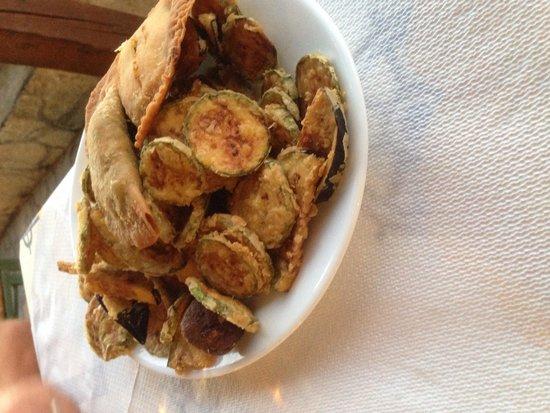 Akrogiali Taverna: Really deep fried meze :(