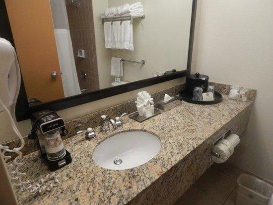 BEST WESTERN PLUS Bayside Inn: Bathroom Sink