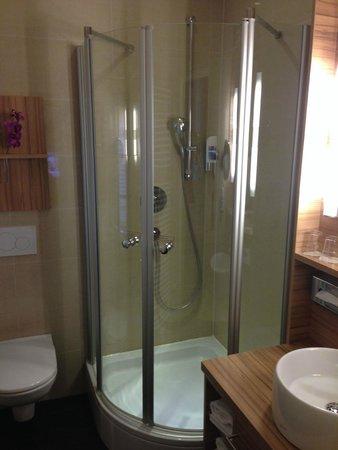 Star Inn Hotel Salzburg Gablerbrau: Great shower