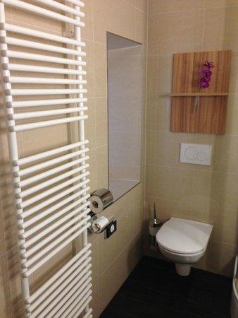 Star Inn Hotel Salzburg Gablerbrau: Bathroom