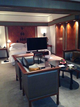 The Sukhothai Bangkok: bedroom and living space