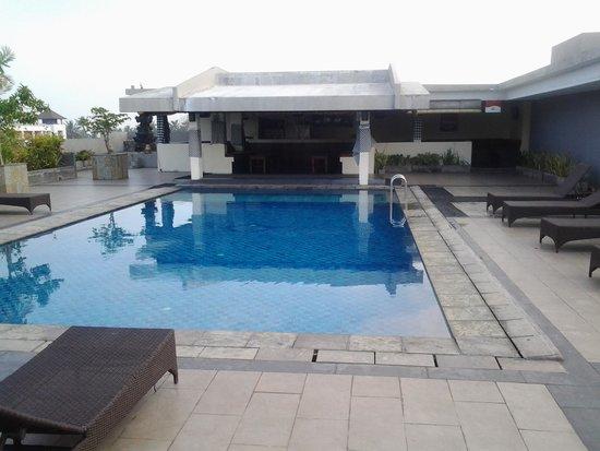 Champlung Mas Hotel: rooftop bar