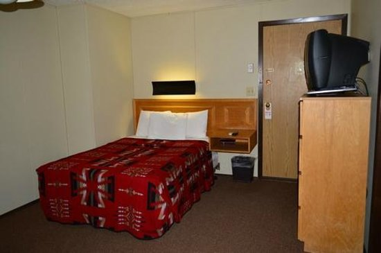 Marble Canyon Lodge: Double bed room in back