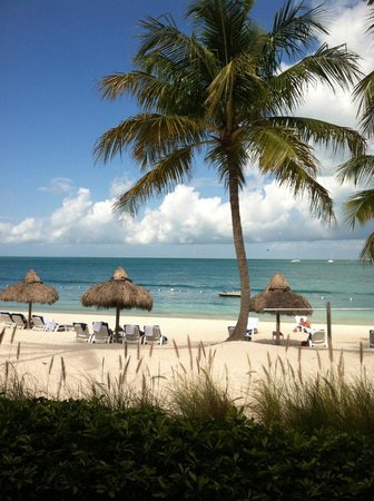 Sunset Key Cottages: Typical beachfront view - Nice!