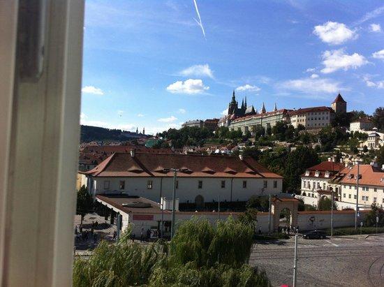 Hotel Trinidad Prague Castle: вид из окна