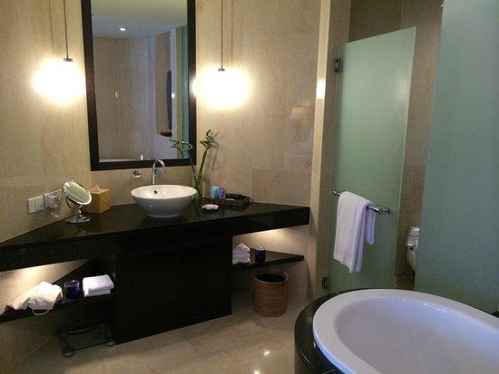 Conrad Bali: Bathroom