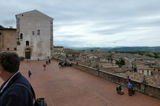 Cathyedral (Duomo di Gubbio) : The view in front of Palazzio Ducale