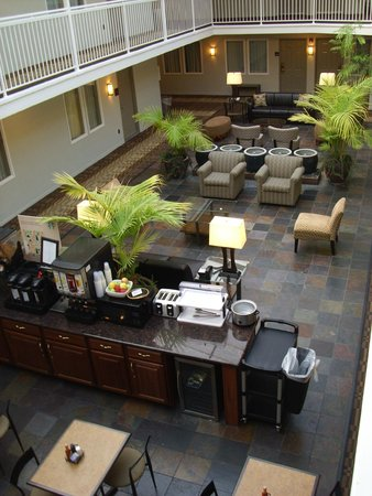 Inn off Capitol Park: The Atrium and Courtyard.