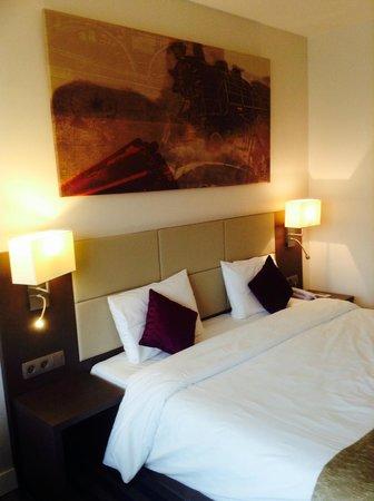 Mercure Brussels Centre Midi: Nice room, bad hotel