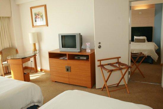 Fiesta Resort & Spa Saipan: connecting room