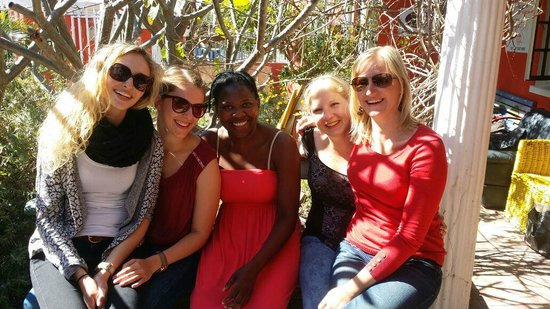 33 South Boutique Backpackers: Gruppenfoto mit Natasha