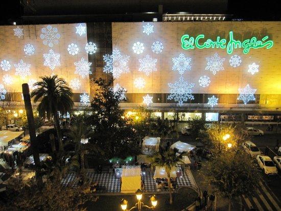 Hotel América  - Sevilla: ホテル前広場