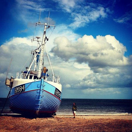 Jammerbugt Municipality, Danemark : Fishing boat in Thorup Beach - tradition meets modernity