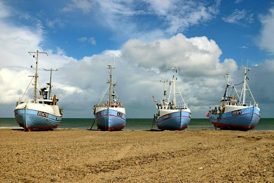 Jammerbugt Municipality, Danemark : Fishing boats in Thorup Strand - after a hard work day at sea the boats are hauled up on the bea