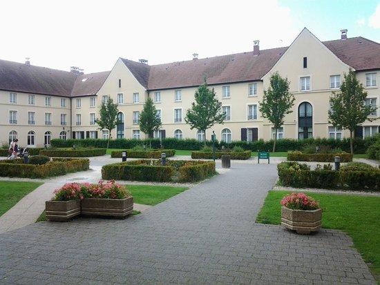 Hotel Kyriad Paris Disneyland: Parco interno