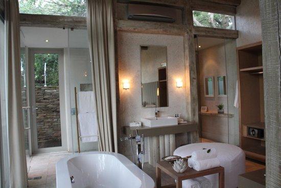 Kapama Karula: salle de bain
