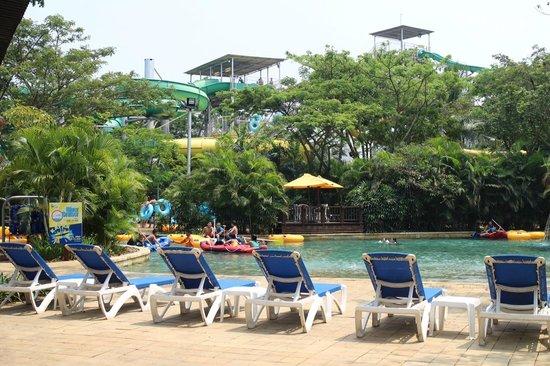 Waterbom Jakarta: Sunbathing time