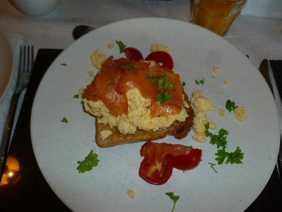 Atherstone Guest House: Colazione:salmone affumicato e uovo strapazzato