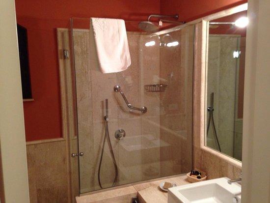 Hotel Le Ginestre: Bath room