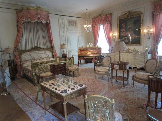 Hillwood Museum & Gardens : Marjorie Post's magnificent bedroom
