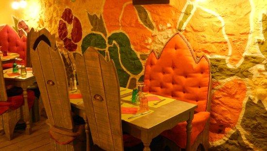 Le Patio des Createurs: Une table ...