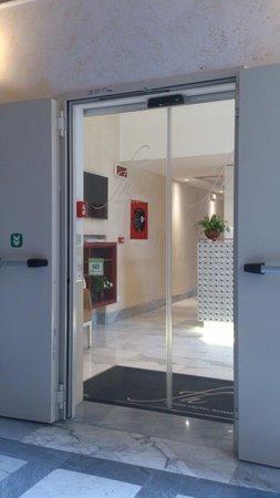 Floris Hotel: entrance