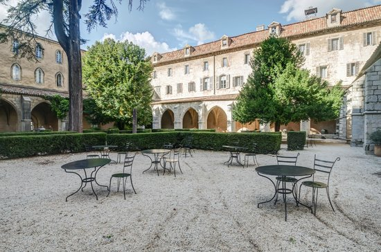 terrasse de l 39 h tel le couvent royal de saint maximin picture of hotel le couvent royal de. Black Bedroom Furniture Sets. Home Design Ideas