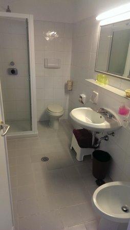 Conca Park Hotel: Shower room