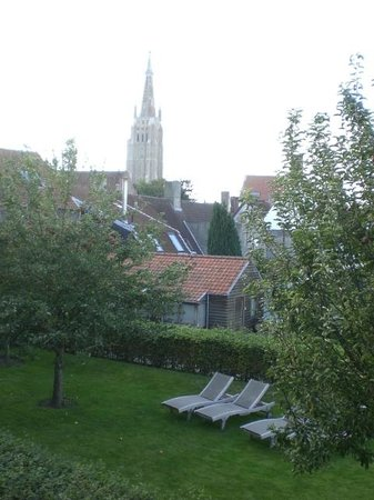 Hotel Montanus : View from room and apple tree