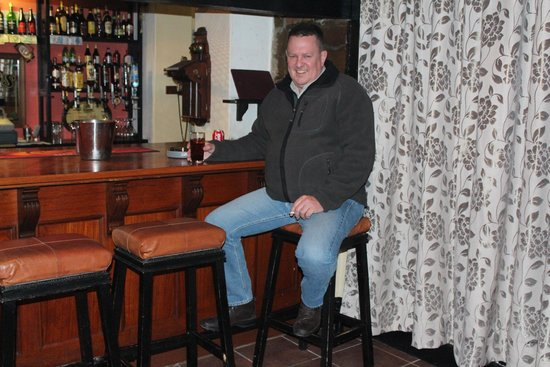 """Melton Wold Guest House : Enjoying a """"cold one"""" before dinner."""