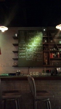 Party Play Lifestyle Cafe: Decently priced beers