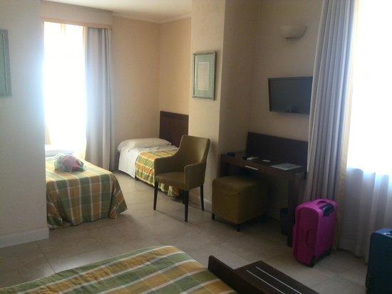 Hotel Perseo: habitación cuádruple 409