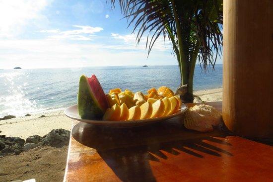 Tepanee Beach Resort: Fruit platter from the beach bar