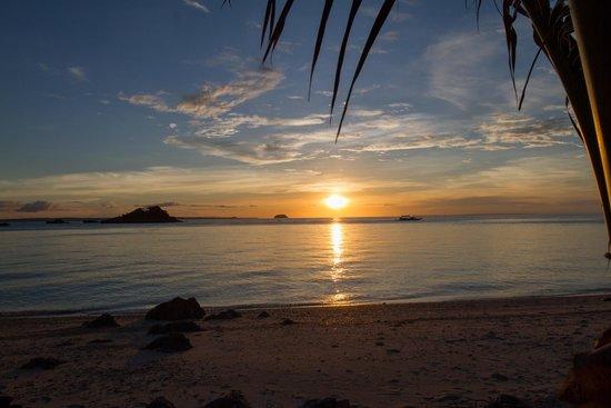 Tepanee Beach Resort: Best sunset view on the island