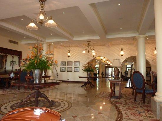 Polana Serena Hotel : hall