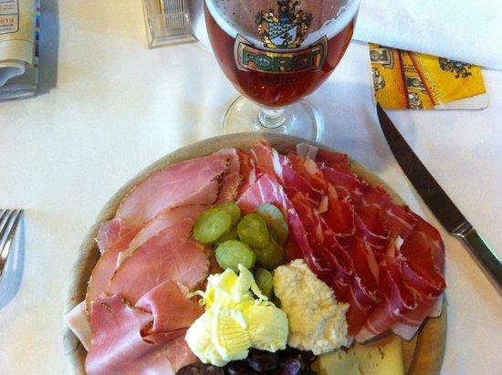 Forsterbräu Meran: AH ! La birra e i salumi... che accoppiata!