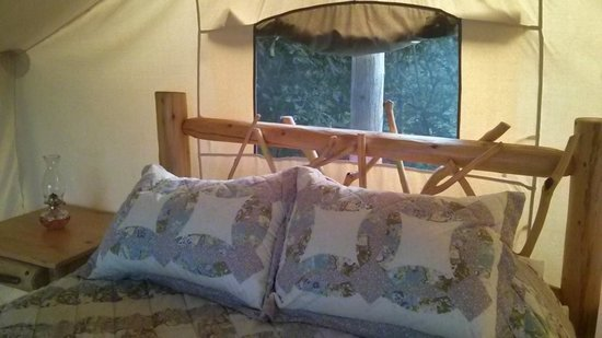 Oakwood Escape : The Queen size bed