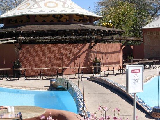 AVANI Victoria Falls Resort: Pool bar
