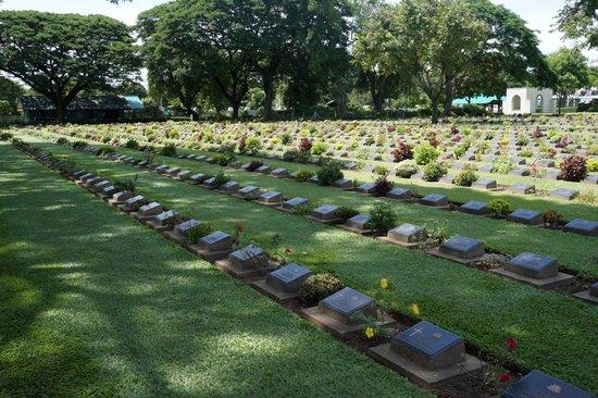 Soldatenfriedhof in Kanchanaburi: war cemetary