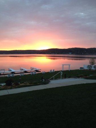 Bay Pointe Inn & Restaurant: Great sunrise.