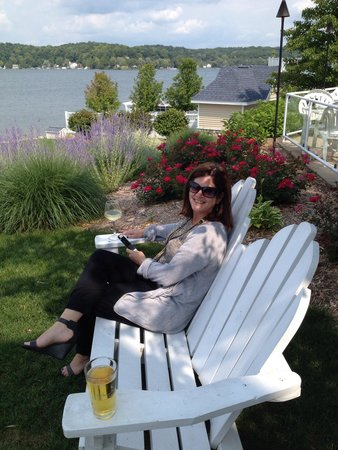 Bay Pointe Inn & Restaurant: Relaxing spots all over the BP grounds.