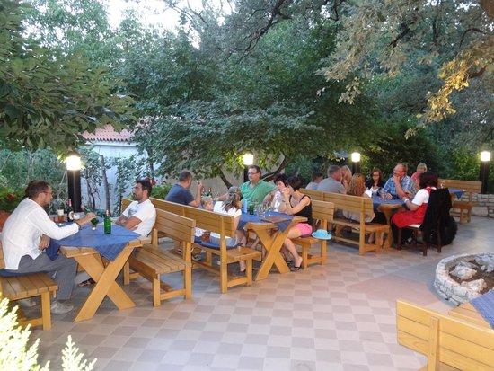Taverna La Quercia: Gastgarten