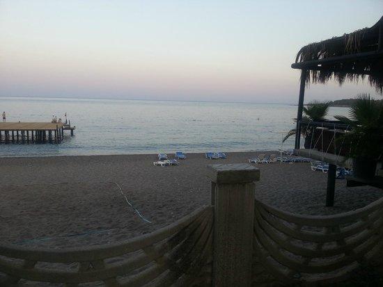 Larissa Akman Park: Пляж при отеле