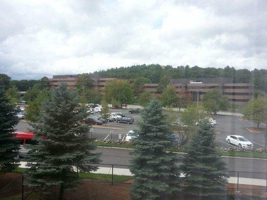 Boston Marriott Burlington : Vista do quarto para a frente do hotel